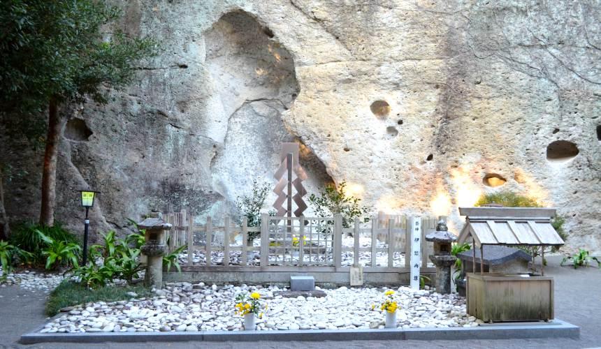 東紀州「三重熊野」花之窟神社傳說伊奘冉尊死後之處
