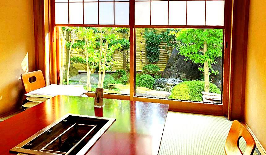 日本三重顶级松阪和牛烧肉、寿喜烧推荐「肉料理まつむら」店内包厢用餐环境