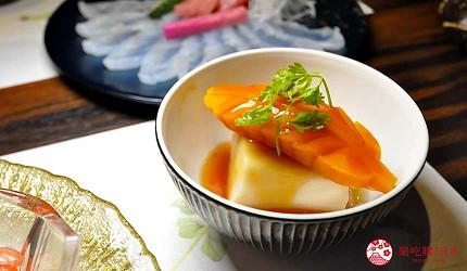 名古屋車站必吃和牛與松葉蟹涮涮鍋「割烹 宮坂」的套餐「松葉蟹與和牛的茶懷石」(ズワイガニと和牛の茶懐石)的煮物