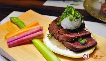 名古屋車站必吃和牛與松葉蟹涮涮鍋「割烹 宮坂」的套餐「松葉蟹與和牛的茶懷石」(ズワイガニと和牛の茶懐石)的和牛牛排
