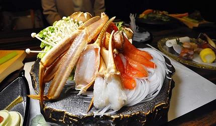 名古屋車站必吃和牛與松葉蟹涮涮鍋「割烹 宮坂」的套餐「松葉蟹與和牛的茶懷石」(ズワイガニと和牛の茶懐石)的松葉蟹涮涮鍋
